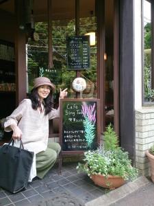 鷹の台の喫茶店シントンさん。この看板は一昨年制作のもの